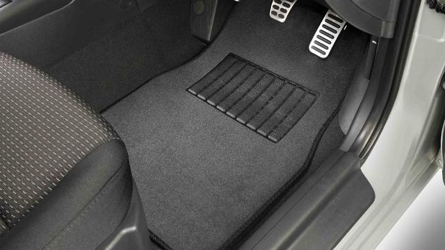 Inilah Fungsi Karpet Kabin Mobil yang Perlu Kamu Tahu